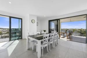 Seaside Haven - Modern Beachside Apartment - Marcoola
