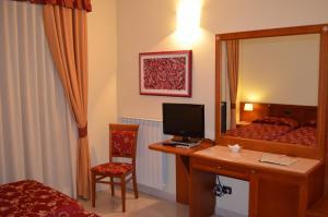 Hotel Olioso, Отели  Пескьера-дель-Гарда - big - 20