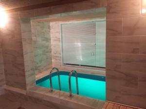 obrázek - Уютный коттедж с баней бассейном и бильярдом