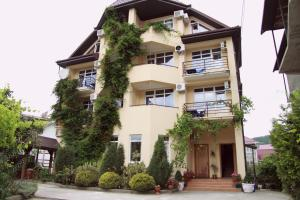 Гостевой дом Альмира, Лоо