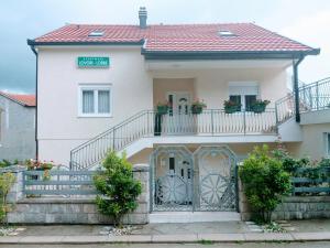 Apartments Lovori-Lorbe