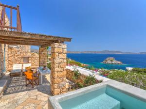 Eirini Luxury Hotel Villas, Виллы  Грикос - big - 11