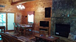 Baird's Creek Cabin, Dovolenkové domy  Poplar Grove - big - 1