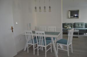 Rooms & Apartments Villa Anka, Апартаменты  Тучепи - big - 61