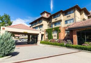 The Kanata Kelowna - Hotel