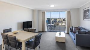Oaks Sydney Castlereagh Suites