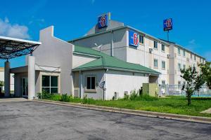 Motel 6-Seymour, IN - North