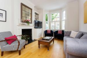 Veeve - South West London Retreat, Holiday homes - London
