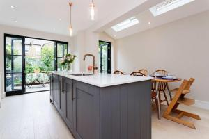 Veeve - South West London Retreat, Holiday homes  London - big - 10
