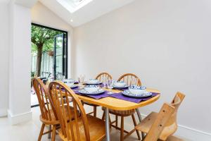 Veeve - South West London Retreat, Holiday homes  London - big - 17