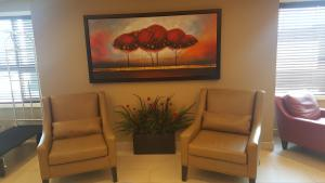 Microtel Inn & Suites by Wyndham Whitecourt, Отели  Whitecourt - big - 40