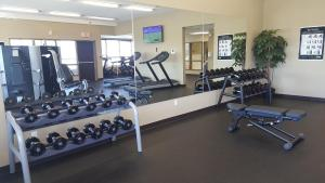 Microtel Inn & Suites by Wyndham Whitecourt, Отели  Whitecourt - big - 39