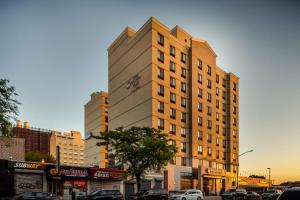 Best Western Plus Plaza Hotel - Queens