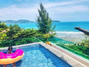 obrázek - Three-Bedroom 270° Ocean View Pool Apartment at Kamala