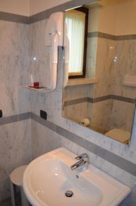 Hotel Olioso, Отели  Пескьера-дель-Гарда - big - 33