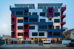 Crystal Lake Service Apartment - Singānallūr