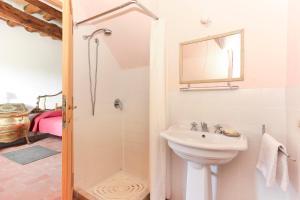Casale delle Noci Apartment, Апартаменты  Таварнелле-Валь-ди-Пеза - big - 61