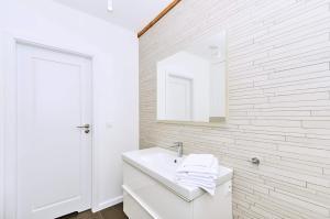 Chodkiewicza 10 (B) - cozy studio by Homeprime