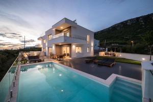 Luxury Villa Ena