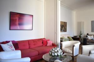 3 Bedroom Flat At The Foot of Bon Marche