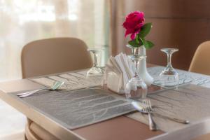 Almuhaidb Faisaliah Hotel Suites, Aparthotels  Riad - big - 11