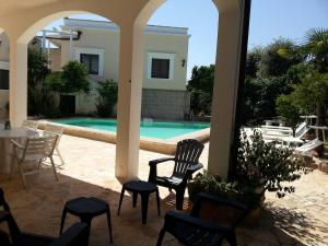 Casal del Borgo, an old farmhouse surrounded by greenery and a few steps from the village., Ferienhäuser  Ostuni - big - 6