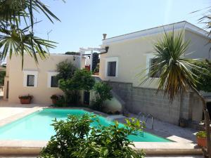 Casal del Borgo, an old farmhouse surrounded by greenery and a few steps from the village., Ferienhäuser  Ostuni - big - 1