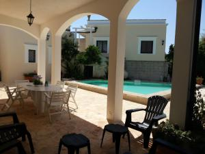 Casal del Borgo, an old farmhouse surrounded by greenery and a few steps from the village., Ferienhäuser  Ostuni - big - 9