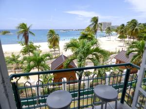 Apartment with Sea View Beach Two Bedroom Loft Suite E29