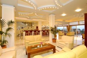Selini Suites, Hotely  Kolimvárion - big - 16