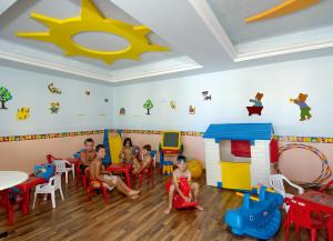 Selini Suites, Hotely  Kolimvárion - big - 15