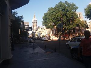kvartira vozle ploshadi piacci, Apartmány  Mejinistsqali - big - 8