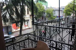 kvartira vozle ploshadi piacci, Apartmány  Mejinistsqali - big - 11