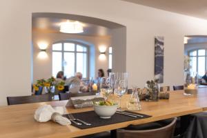 Hotel Grimsel Passhöhe, Отели  Обервальд - big - 91