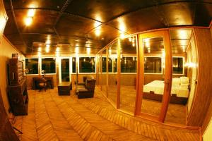 Vintage Luxury Yacht Hotel (16 of 40)
