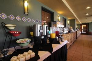 Ramada by Wyndham Tucson, Hotels  Tucson - big - 17