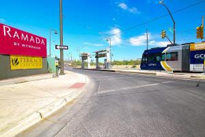 Ramada by Wyndham Tucson, Hotels  Tucson - big - 26