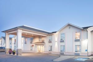 Super 8 by Wyndham Cranbrook - Accommodation