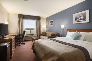 Super 8 by Wyndham Whitecourt, Szállodák  Whitecourt - big - 27