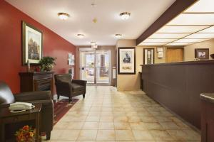 Super 8 by Wyndham Whitecourt, Szállodák  Whitecourt - big - 28