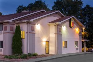 Super 8 by Wyndham Lewisburg - Hotel