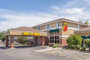 Super 8 by Wyndham Madison South - Accommodation - Madison