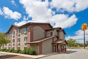 Super 8 by Wyndham Lexington Park/California Area - Hotel - California