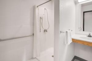 Super 8 by Wyndham Grayling, Hotels  Grayling - big - 25