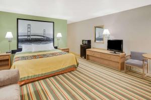 Super 8 by Wyndham Grayling, Hotels  Grayling - big - 21