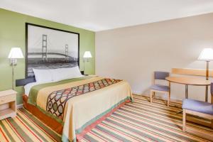Super 8 by Wyndham Grayling, Hotels  Grayling - big - 17