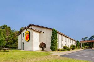 Super 8 by Wyndham Grayling, Hotels  Grayling - big - 1