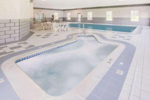 Super 8 by Wyndham Grayling, Hotels  Grayling - big - 11