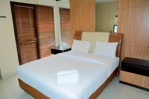 Exclusive Studio Room Atria Residence Apartment By Travelio