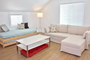 White Attic in SLC - Apartment - Holladay